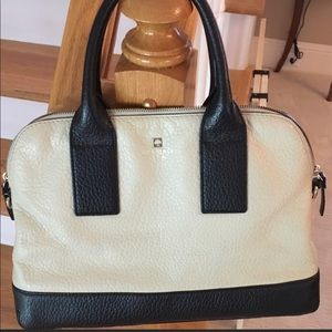 Black and Cream Kate Spade Handbag ♠️